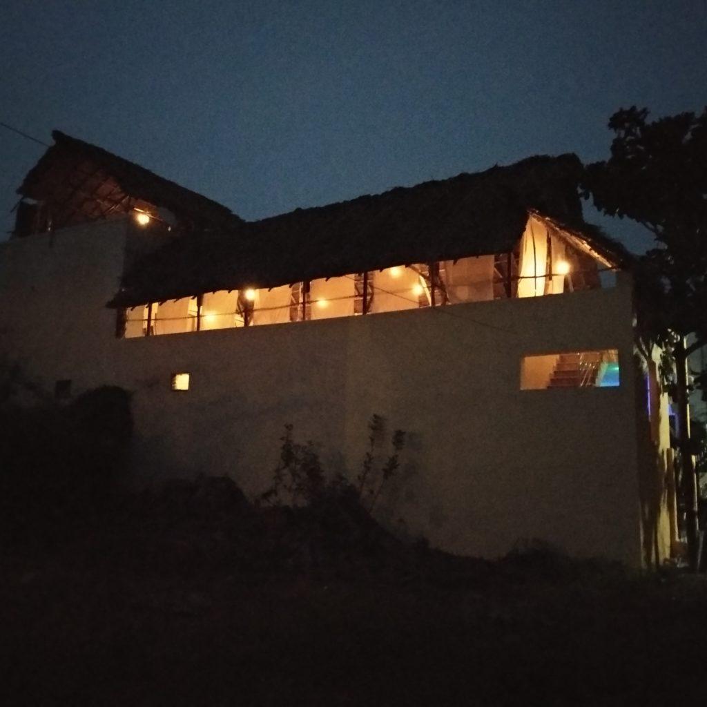 Ayurvéda Nilayam de nuit